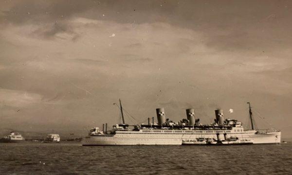 Waverley alongside the great trans Atlantic steamers - early 1950s